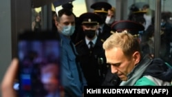 Навальнийнинг қўлга олиниш пайти.