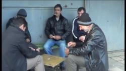 Uzunboyadlılar işsizlikdən nərd, domino oynayırlar