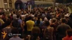 Будапешт вокзалида мигрантлар Австрия ва Германияга кетувчи поездларга минмоқда