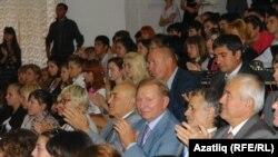 Кунаклар арасында Украинаның элеккке президенты Леонид Кучма