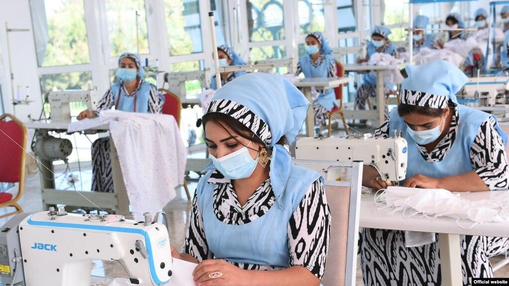 Швеи на час. В Рудаки швейный цех закрыли после церемонии открытия с участием президента