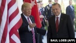 АКШ президенти Трамп менен түрк лидери Эрдогандын Ак үйдөгү кездешүүсү, 16-май 2017-жыл.