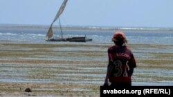 Кенійскі рыбак на ўзьбярэжжы Індыйскага акіяну