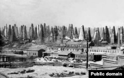 Sondele de petrol ale Nobel Brothers, în apropiere de Baku