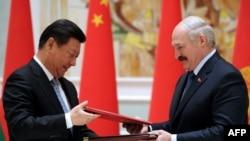 Кытай жана Беларус лидерлери. Минск, 10-май, 2015-жыл.