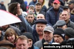 Hundreds of protesters took to the streets of the western city of Slonim on March 19.