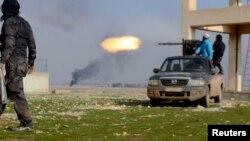 Бойцы Свободной армии Сирии в провинции Хама, 31 декабря 2013 года.