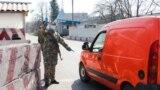 Блок-пост Национальной полиции Украины в поселке Долина