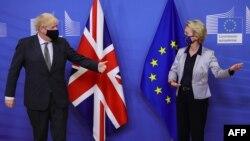 Премьер-министр Великобритании Борис Джонсон и председатель Европейской комиссии Урсула фон дер Ляйен