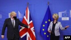 Bританскиот премиер Борис Џонсон и претседателката на Европската комисија Урула вон дер Лајен.