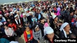 Люди собрались в честь празднования Наурыза в Мангистауской области. 21 марта 2013 года. Иллюстративное фото.