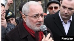 Armenia - Vahan Hovannisian, a leader of the Armenian Revolutionary Federation (Dashnaktsutyun), addresses protesters outside the parliament building in Yerevan, 27Feb2012.