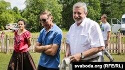 Аляксандар Мілінкевіч (крайні справа)