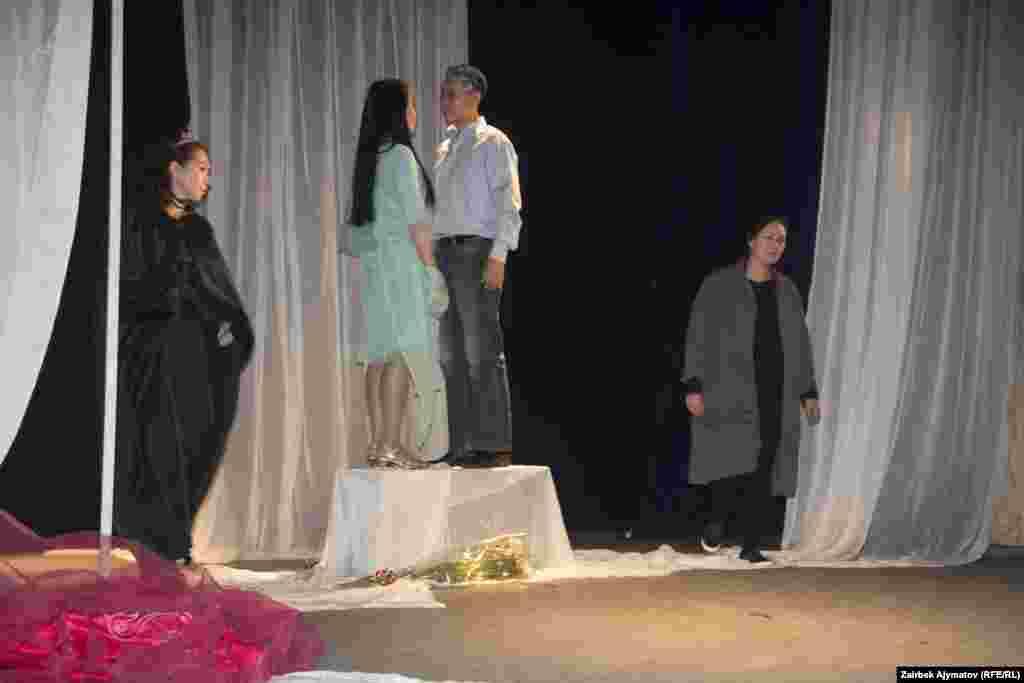 Бирок актриса Жулеттанын ролун ойноп жатып өзүнүн чыныгы Ромеосун тапты.