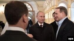 Володимир Путін (в центрі) та Віктор Медведчук (праворуч). Московська область, 15 листопада 2017 рік