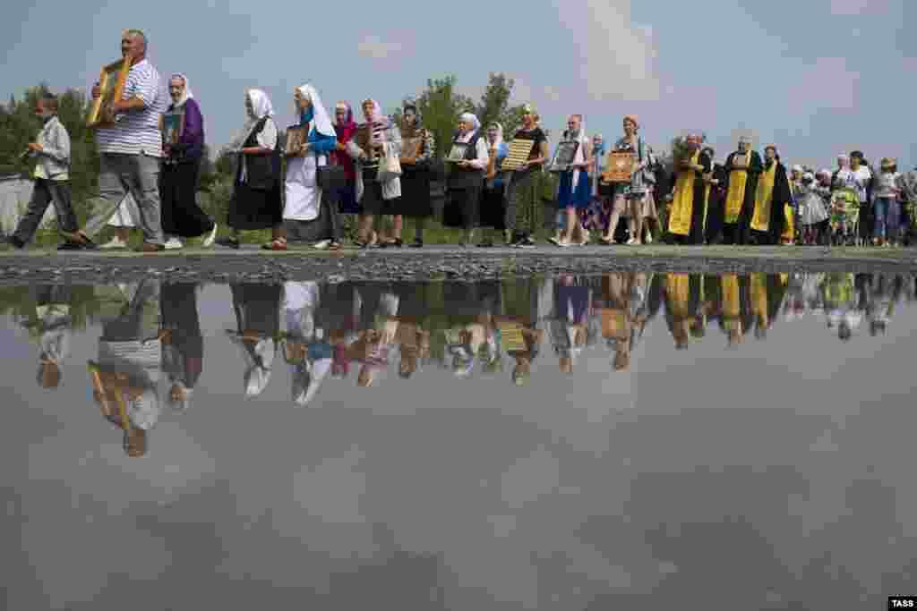 Расея: рэлігійная працэсія ў гонар угодкаў хрышчэньня Русі ў Навасібірскай вобласьці.