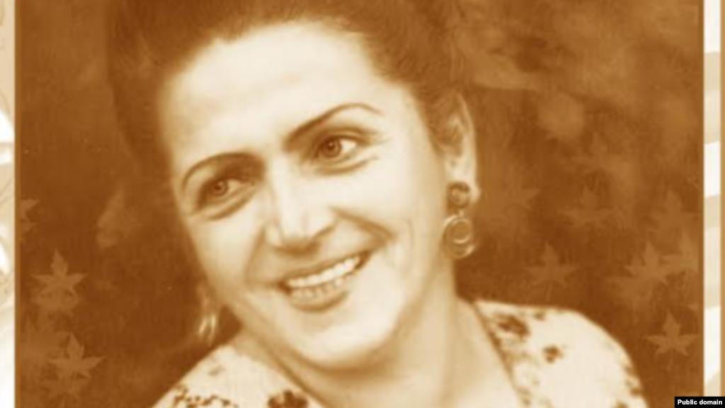 Сабрие Эреджепова родилась 12 июля 1912 года в Бахчисарае. До прихода нацистов в Крым Сабрие успешно занималась музыкой – работала в Крымском радиокомитете, пела на Всесоюзных фестивалях и конкурсах