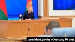 Բելառուսի նախագահ Ալեքսանդր Լուկաշենկոն մեծ ասուլիս է տալիս Մինսկում, 9-ը օգոստոսի, 2021թ.