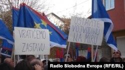 Protest zbog skidanja zastave, 11. novembar 2012. fotografije uz tekst: Norbert Šinković