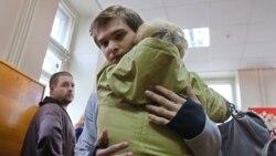 Rus blogçysy türmeden şertli tussaglyk bilen gutuldy