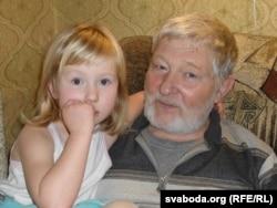 Юры Хадыка з унучкай Барбарай. 2009 год
