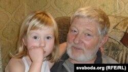 Юры Хадыка з унучкай Барбарай. 2009 год.
