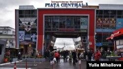 Piața Centrală din Chișinău, în prima zi după redeschidere