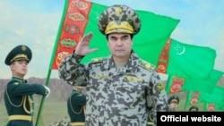 Türkmenistanyň Baş harby serkerdesi Gurbanguly Berdimuhamedow. Aşgabat, 2012 ý.