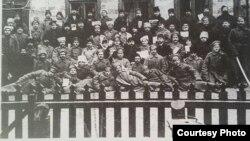 Participanții la Congresul Moldovenilor de la Tiraspol, 1917 (Foto: I. Țurcanu, M. Papuc, Basarabia în actul Marii Uniri de la 1918)