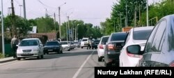 Затор на блокпосту на границе Алматы и области, 14 мая 2020 года.