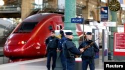 Полицейский патруль на Северном вокзале Парижа