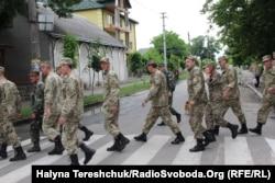 Українські військовослужбовці у місті Броди, що на Львівщині. 17 червня 2015 року