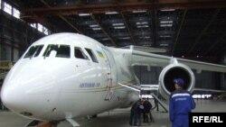 Перший зразок українського реактивного літака нового покоління Ан-158, Київ, 20 квітня 2010 року