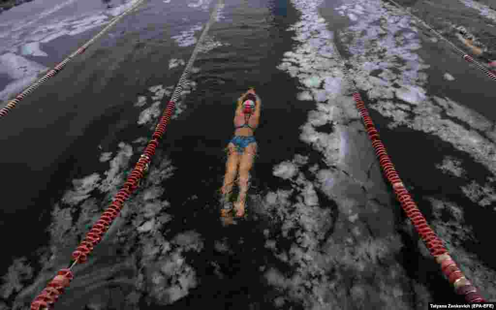 A swimmer competes in the IWSA World Cup of winter swimming in Minsk. (epa-EFE/Tatyana Zenkovich)