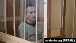 «Убийца с бензопилой» Владислав Казакевич в суде, где его обвиняют в покушении на убийство охранников тюрьмы. Могилев, 14 мая 2018 года.