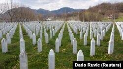 Potoçari - vend ku janë të varrosura viktimat e gjenocidit në Srebrenicë.