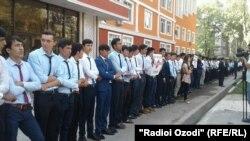 Пикет таджикских студентов.
