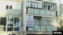 """La Nisporeni... """"Moldova merită mai mult"""" (Foto Iuri Baranovschi)"""
