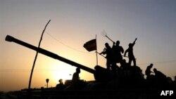Пентагон считает, что Афганистан еще долгие годы будет оставаться ареной борьбы с международным экстремизмом. Гератские мальчишки играют на брошенном советском танке