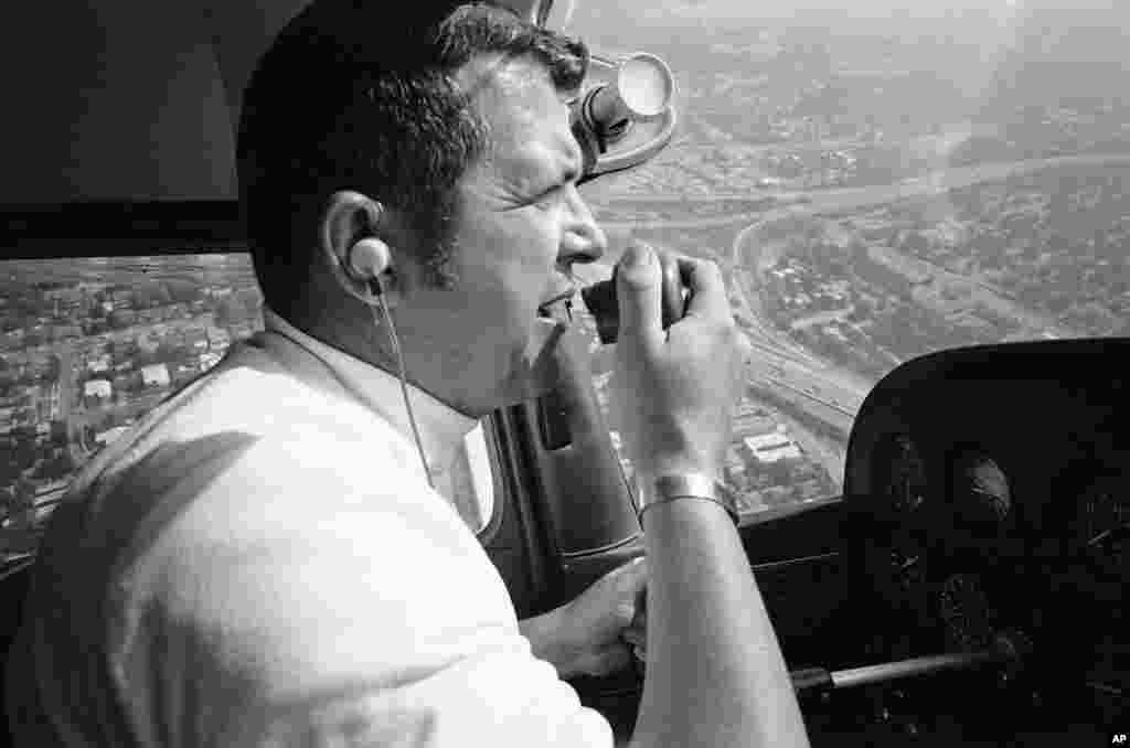 Після повернення до США, Пауерс працював льотчиком-випробовувачем у Локхіді з 1962 по 1970 рік. Пізніше він став пілотом вертольоту і репортером служби безпеки для KNBC News у Лос-Анджелесі. Тут Пауерс повідомляє про трафік на радіостанції в 1973 році