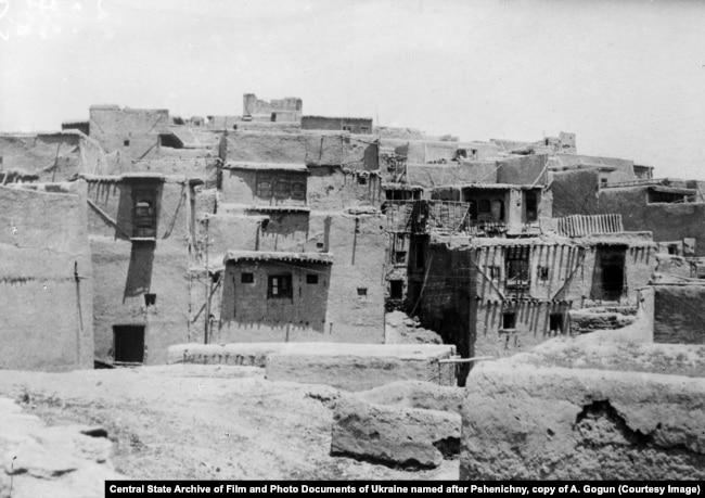 Кабулдағы тұрғын-үй кварталдарының бірі. Ауғанстан кедей ел саналғанымен, 1920-1930 жылдары оны Орталық Азиядан қашқан жүздеген мың адам паналады.
