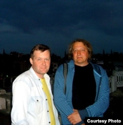 Ўладзіслаў Ахроменка з Максімам Клімковічам, кумам і сталым сааўтарам