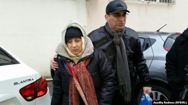 Leyla Yunus həbsdən azad edildi və məzarlığa ziyarətə getdi -YENİLƏNDİ-Video