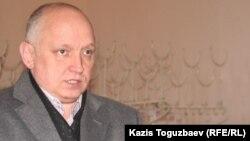 Оппозициялық саясаткер Владимир Козловтың бостандықта жүрген кезі.