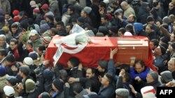 Погребот на Чокри Белаид.