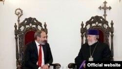 Премьер-министр Армении Никол Пашинян Католикос всех армян Гарегин Второй (архив)