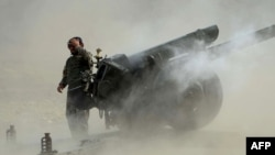 Обстрел из гаубицы на огневой позиции афганских правительственных войск.