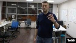 Алексей Навальный во время обыска в своем офисе. Москва, 16 января 2015 года.
