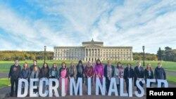 Demonstracije za podršku sjevernoirskog zakona o legalizaciji abortusa u organizaciji Amnesty Internationala