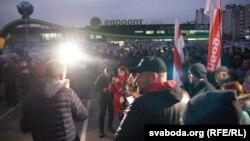 Пикет в Гомеле с участием оппозиционных кандидатов в депутаты. Сергей Тихановский на переднем плане